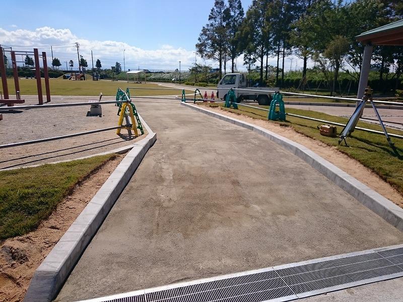 いをのみ公園 透水性保水型土系舗装の園路